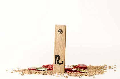 Abrebotellas de madera hecho a mano