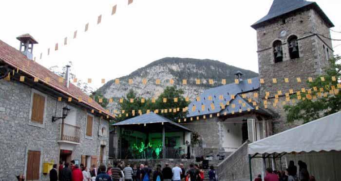 Dark Day amenizando con su buen rock las fiestas de Sin. 01/08/2015