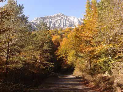 Cara norte de la Peña Montañesa desde a Valle Abajo