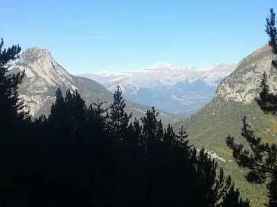 Peña Solano (Izda) y Napinals, flanquean a su majestad el Monte Perdido